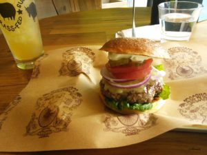 東急プラザ銀座にあるNY発「Bareburger」のハンバーガー