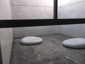 ベネッセハウスのミュージアム棟の安藤 侃氏の作品「天秘」