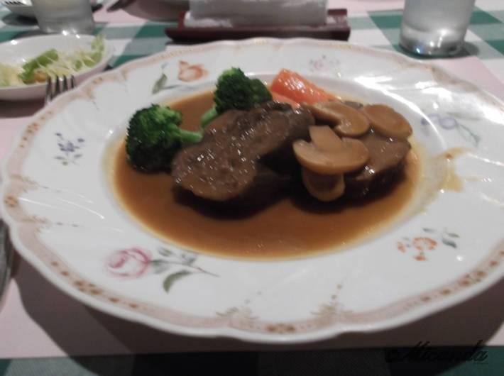 「みやけ亭」の牛タンシチュー