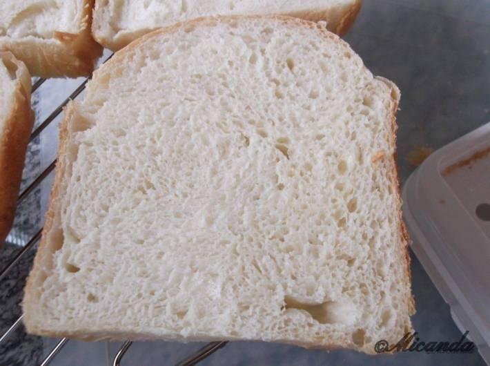 タイガーのパン焼き機「GRAND X」で焼いたちゃんと膨らんだ時のパンの断面