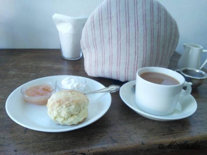 新百合ヶ丘にあるヒアシンスハウスのスコーンと紅茶