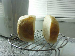 スライサーを使わずにパンを切ったところ