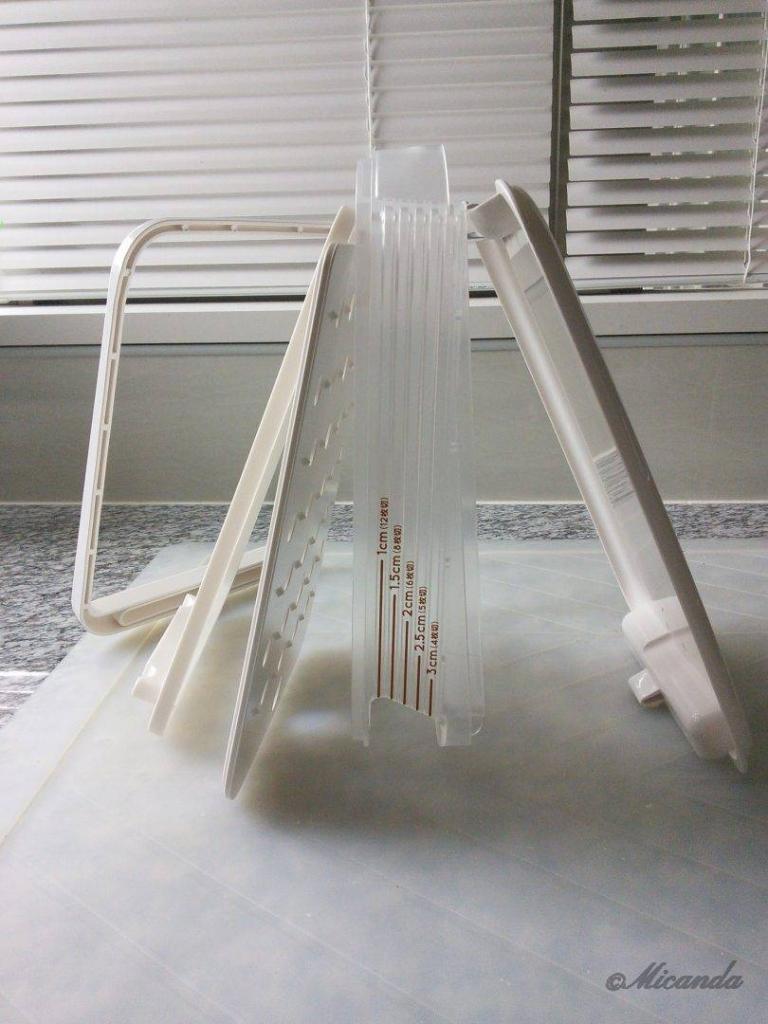 曙産業さんのホームベーカリースライサーを分解したところ。洗うのが楽な構成