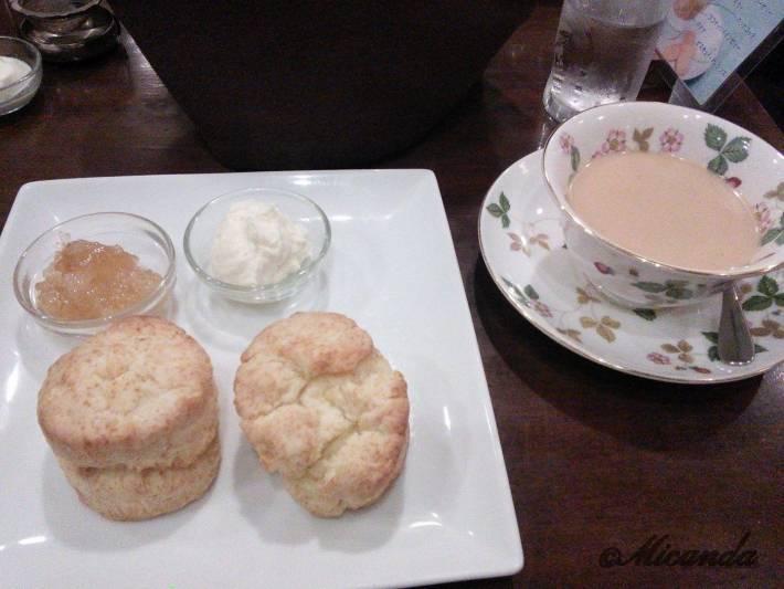 吉祥寺の東急百貨店の近くにあるジークレフという紅茶専門店のスコーンと塩バニラのロイヤルミルクティー