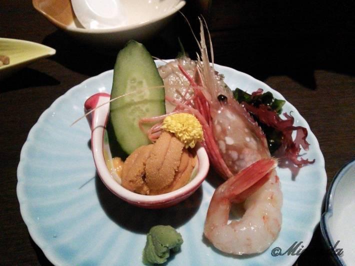 「函館・沙羅の月」のウニとエビの料理