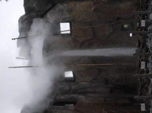 しかべ間歇泉公園の間歇泉の温泉が噴き出ているところ