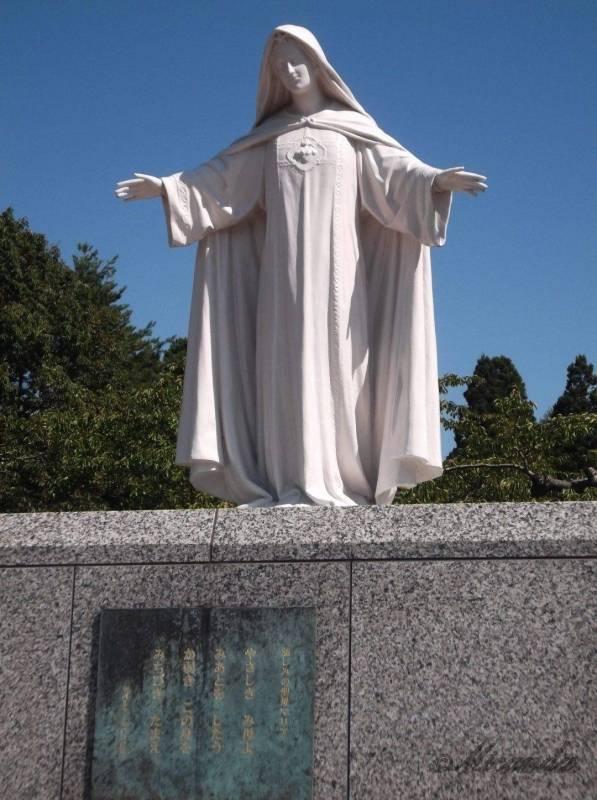 トラピスチヌ修道院のマリア様の像