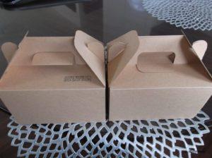 シナモンロールのお店の「セイロン」の箱