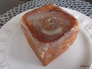 シナモンロールのお店の「セイロン」のハニーバタートリプルナッツ