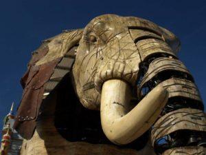 レ・マシーン・ド・リルにある高さ12m、重さ20トンの巨大な機械仕掛けの象