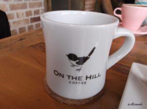 オンザヒルコーヒーのかわいい小鳥の絵のマグカップ