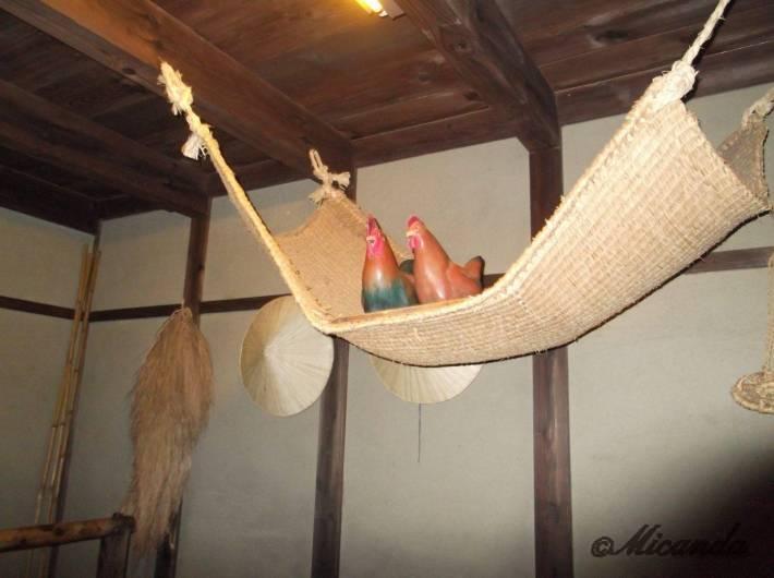 江東区深川江戸資料館のつき米屋の「上総屋」にいた鶏