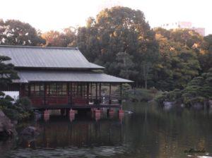 清澄庭園の数寄屋造りの涼亭という建物