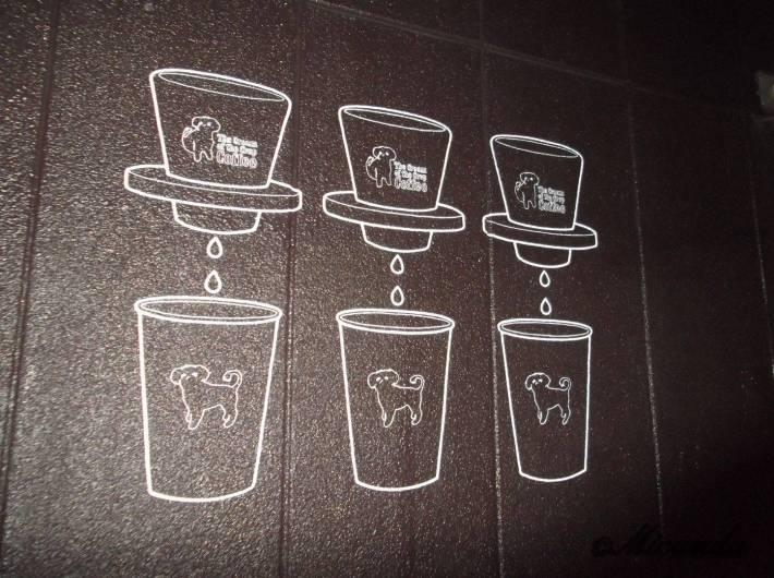 ザ・クリーム・オブ・ザ・クロップ・コーヒーの外壁にあるイラスト