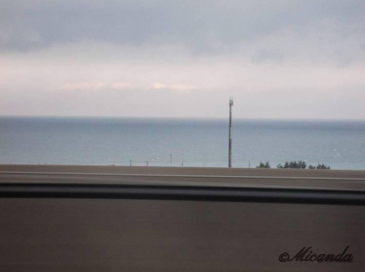 北陸新幹線の車窓から見た海