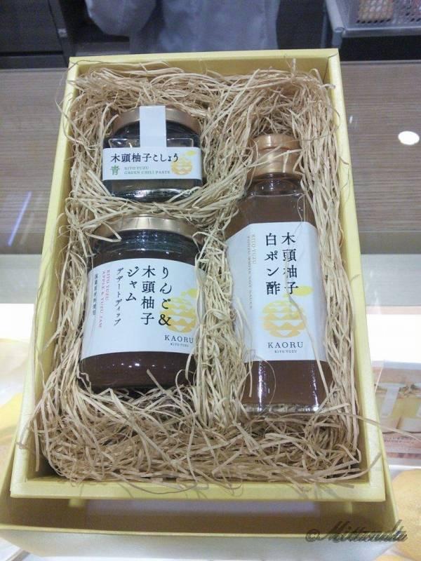 柚子専門ショップ『KAORU-KITO YUZU(カオルキトウユズ)』の木頭柚子白ポン酢、木頭柚子こしょう、りんご&木頭柚子ジャム
