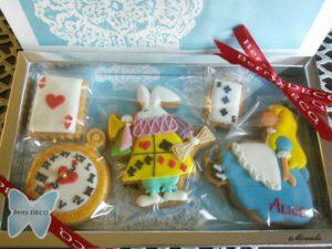 不思議の国のアリスのアイシングクッキー