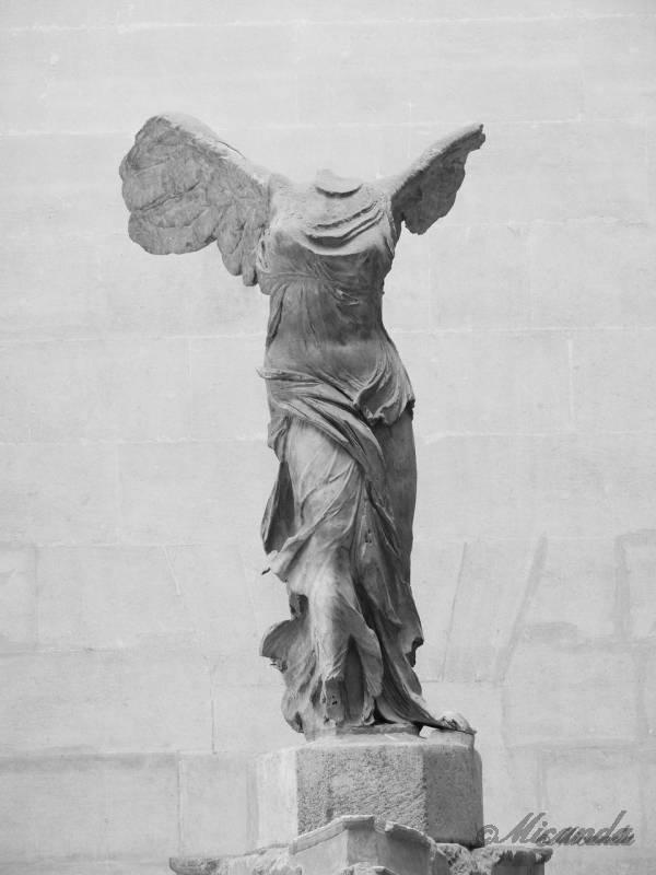 ルーヴル美術館の「サモトラケのニケ」