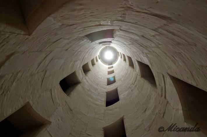 シャンボール城の二重螺旋の中央は吹き抜け