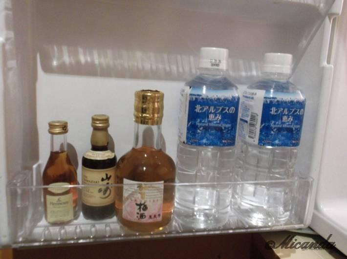 ホテル日航金沢のダブルベッドルームの冷蔵庫の中身(ドア側)