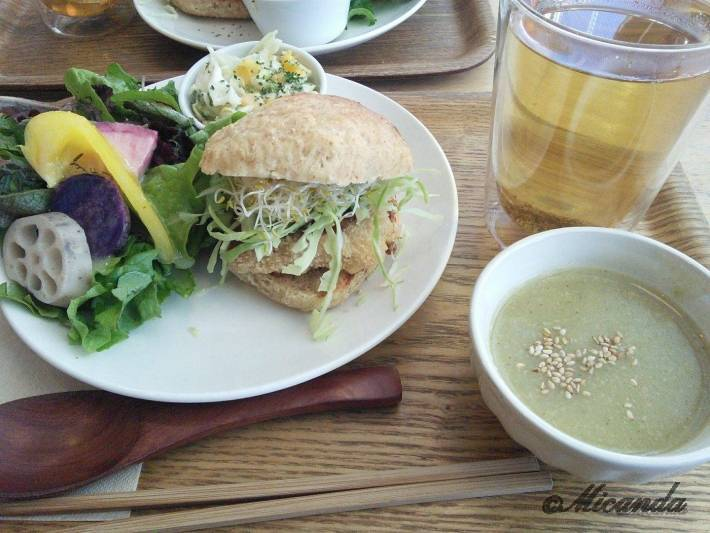 ガーデンカフェのテンペカツバーガー+スープ+五行茶