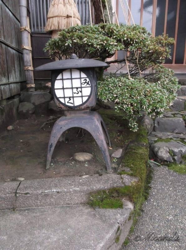 金沢の主計町茶屋街にあた照明