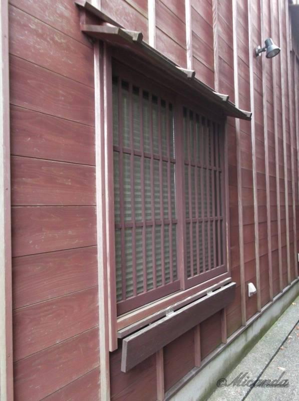 金沢の主計町茶屋街の路地裏で見つけた窓