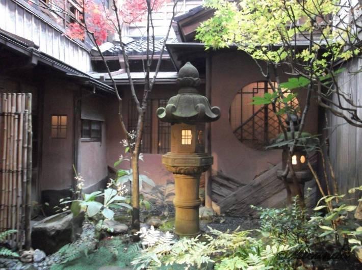 お茶屋『志摩』の庭