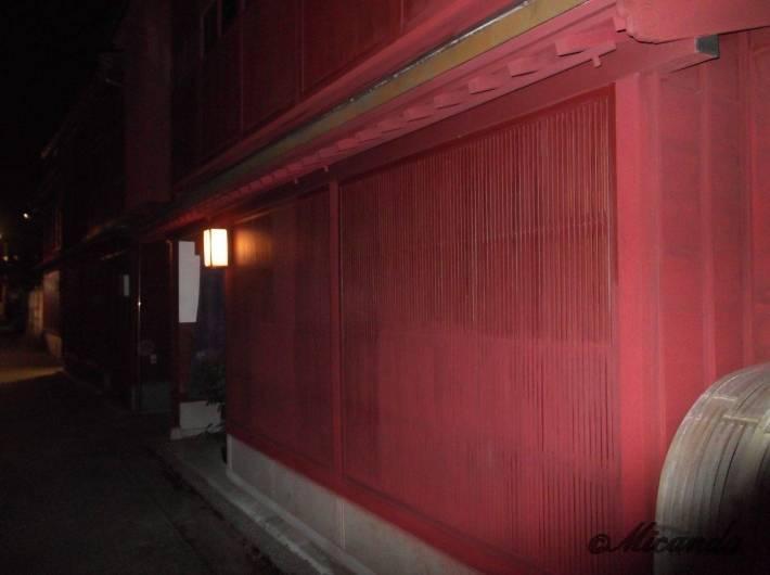 金沢の主計町茶屋街の紅殻格子