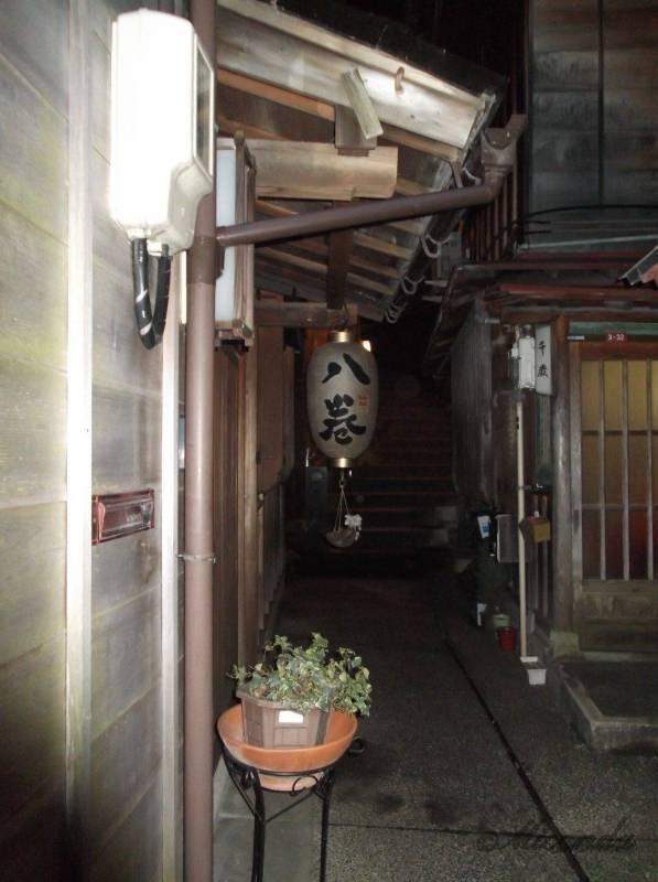 金沢の主計町茶屋街の夜のあかり坂