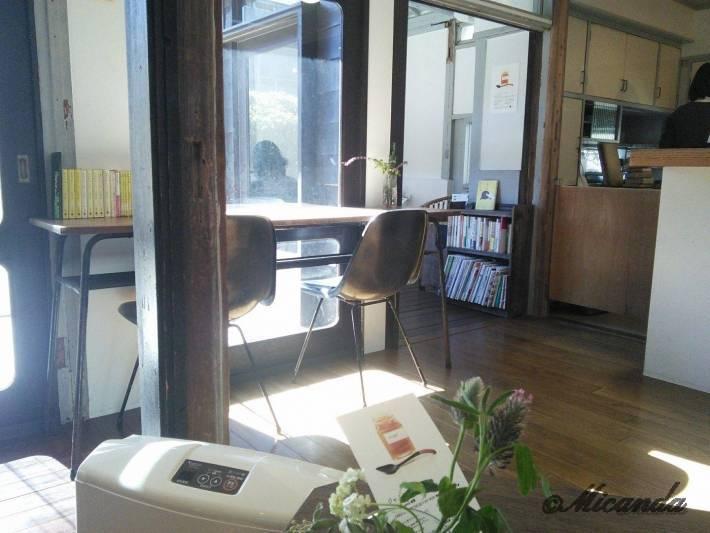 TUTUJI CAFEの内観