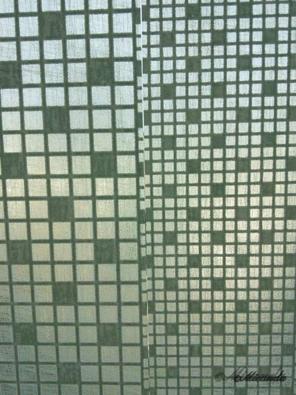カモ井加工紙のmt CASA Shadeの窓ガラス用マスキングテープを窓に張ったときのシートのつなぎ目