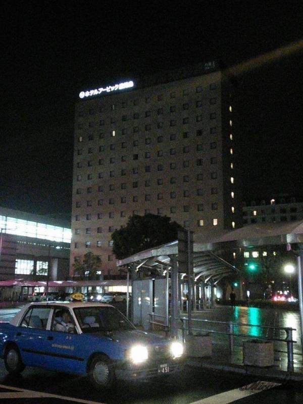 夜のホテルアービック鹿児島の外観