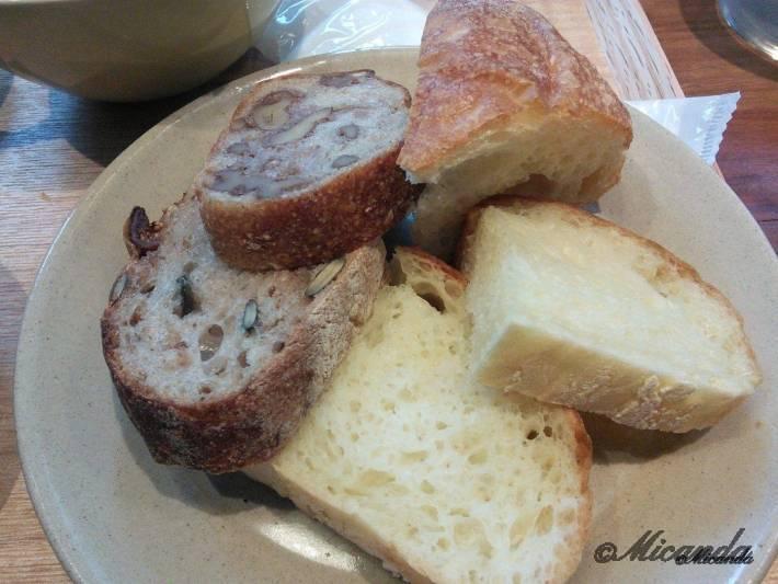 セテュヌボンニデーのおかわりのパンたち