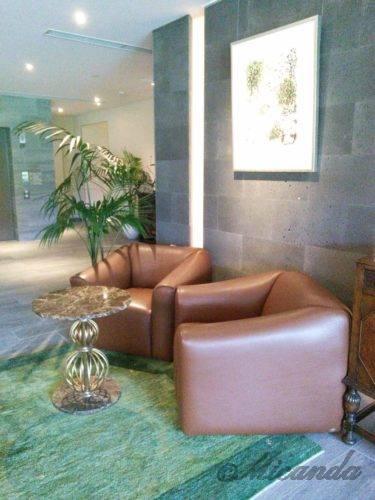 ザ・ひらまつ ホテルズ&リゾーツ仙石原のロビーにある椅子