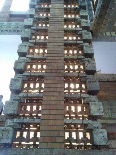 帝国ホテル本館「ライト館」の装飾「光の籠柱」