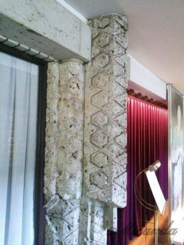 帝国ホテル本館「ライト館」の手の込んだ装飾の柱2