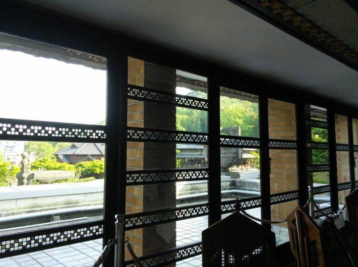帝国ホテル本館「ライト館」にあるティーサロンから見えるガラスの装飾